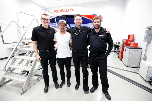 2017 Verizon IndyCar Series Fernando Alonso Simulator Test at HPD-I Brownsburg, Indiana, USA Tuesday 25 April 2017 Fernando Alonso in the Honda Performance Development simulator with the HPD engineers World Copyright: Michael L. Levitt LAT Images