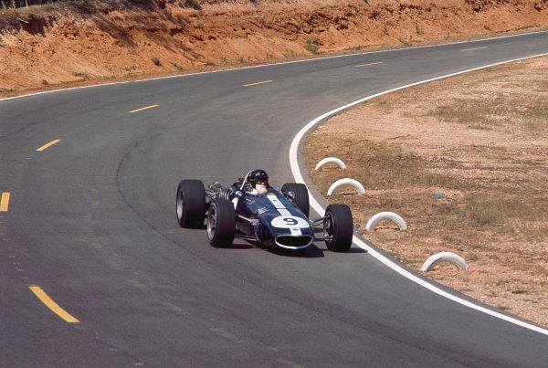 1967 French Grand Prix.Bugatti Circuit, Le Mans, France.30/6-2/7 1967.Dan Gurney (AAR/Eagle T1G Weslake).Ref-67 FRA 01.World Copyright - LAT Photographic