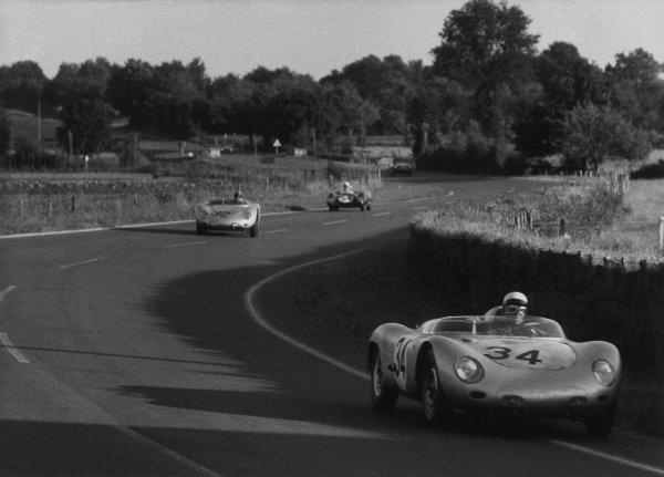 Le Mans, France. 20 - 21 June 1959.Edgar Barth/Wolfgang Seidel (Porsche 718 RSK), retired, leads Hans Herrmann/Umberto Maglioli (Porsche 718 RSK), retired, action. World Copyright: LAT Photographic.Ref: B/WPRINT.