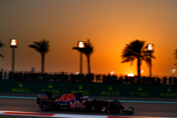 Yas Marina Circuit, Abu Dhabi, United Arab Emirates. Saturday 26 November 2016. Carlos Sainz Jr, Toro Rosso STR11 Ferrari. World Copyright: Glenn Dunbar/LAT Photographic ref: Digital Image _31I7867