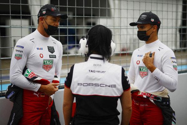 Andre Lotterer (DEU), Tag Heuer Porsche, and Pascal Wehrlein (DEU), Tag Heuer Porsche, on the grid