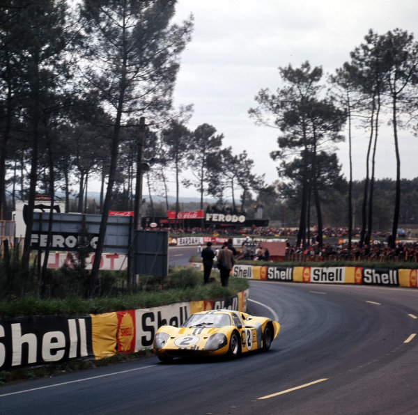 1967 Le Mans 24 hours.Le Mans, France.10-11 June 1967.Bruce McLaren/Mark Donohue (Ford GT40 Mk4), 4th position.Ref-3/2914.World - LAT Photographic