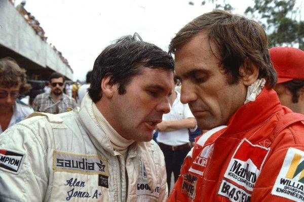 1980 Brazilian Grand Prix.Interlagos, Sao Paulo, Brazil.25-27 January 1980.Alan Jones chats with team mate Carlos Reutemann (Both Williams Ford).Ref-80 BRA 17.World Copyright - LAT Photographic