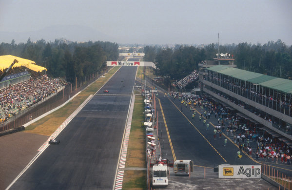 1991 Mexican Grand Prix.Mexico City, Mexico.14-16 June 1991.The start/finish straight at the Autodromo Hermanos Rodriguez.Ref-91 MEX 18.World Copyright - LAT Photographic