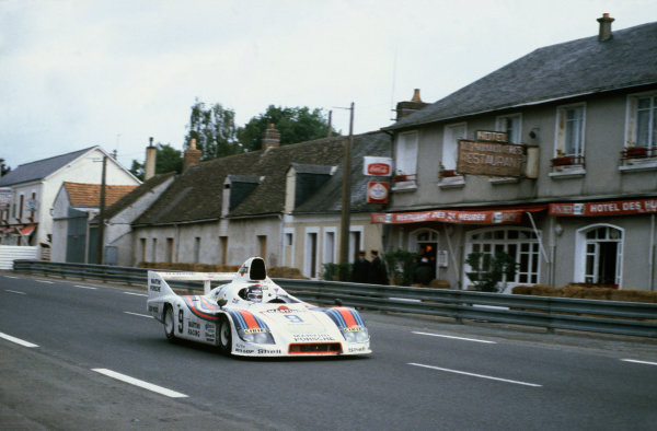 1980 Le Mans 24 Hours. Le Mans, France. 14th - 15th June 1980. Jacky Ickx / Reinhold Joest (Porsche 908/80 Turbo), 2nd position, action.   World Copyright: LAT Photographic. Ref: 80LM05.