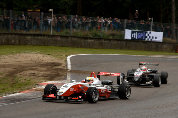 Jules Bianchi, ART Grand Prix laps Kazuya Oshima, Manor Motorsport. Action. World Copyright: Drew Gibson/LATref: Digital Image _Y2Z3720