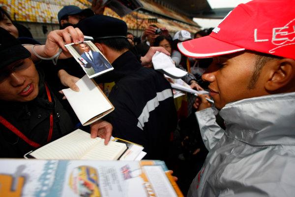Shanghai International Circuit, Shanghai, China15th April 2010Lewis Hamilton, McLaren MP4-25 Mercedes, signs some autographs for fans. Portrait. Atmosphere. World Copyright: Charles Coates/LAT Photographicref: Digital Image _26Y7760
