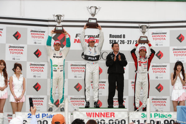 Sugo, Japan. 26th - 27th September 2009.Rd8  - Winner Loic Duval ( #31 NAKAJIMA RACING ) podium, portrait.World Copyright: Yasushi Ishihara/LAT Photographicref: Digital Image 2009FN_Rd8_013