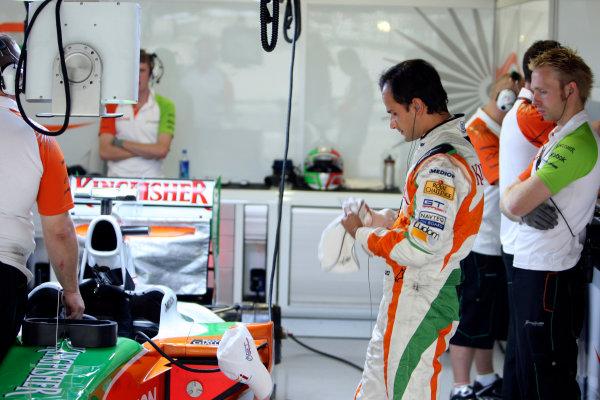 Suzuka Circuit, Suzuka, Japan.2nd October 2009.Vitantonio Liuzzi, Force India VJM02 Mercedes, in the Force India garage. Portrait. Garages. World Copyright: Glenn Dunbar/LAT Photographic ref: Digital Image _MG_6478