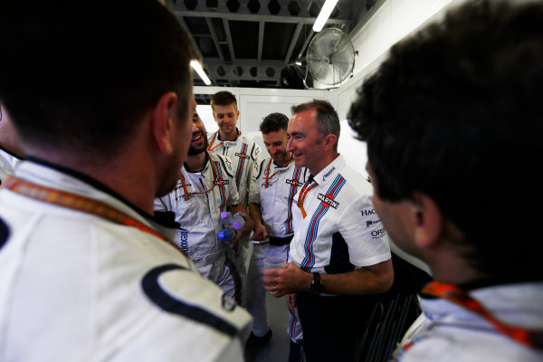 Baku City Circuit, Baku, Azerbaijan. Sunday 25 June 2017. Paddy Lowe, Chief Technical Officer, Williams Martini Racing Formula 1, addresses the Williams team after the race. World Copyright: Glenn Dunbar/LAT Images ref: Digital Image _31I3873