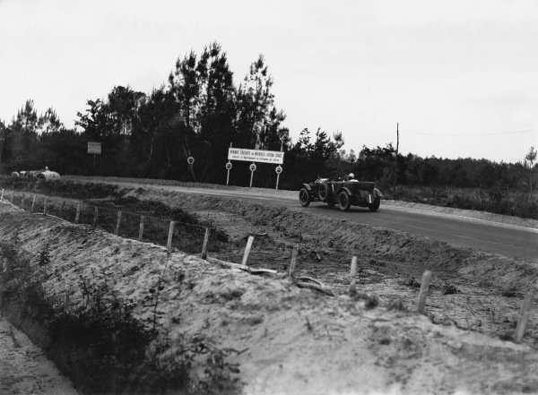 """Le Mans, France. 15th - 16th June 1929.Woolf Barnato/Henry """"Tim"""" Birkin (Bentley Speed Six), 1st position, action. World Copyright: LAT Photographic.Ref:  Autocar Glass Plate B2087."""