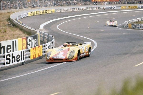 1971 Le Mans 24 hours. Le Mans, France. 12-13 June 1971. Louis Cosson/Helmut Leuze leads Hans Weigel/Claude Haldi (both Porsche 908/02). World Copyright: LAT Photographic Ref: 71LM25