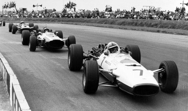 1967 British Grand Prix Silverstone, Great Britain. 15 July 1967 John Surtees, Honda RA273, 6th position, leads Pedro Rodriguez, Cooper T81-Maserati, 5th position, action World Copyright: LAT PhotographicRef: Motor b&w print