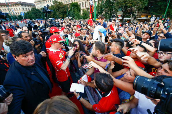 Autodromo Nazionale di Monza, Italy. Thursday 31 August 2017. Kimi Raikkonen, Ferrari, signs autographs for fans at the parade in Milan. World Copyright: Andy Hone/LAT Images  ref: Digital Image _ONY4939