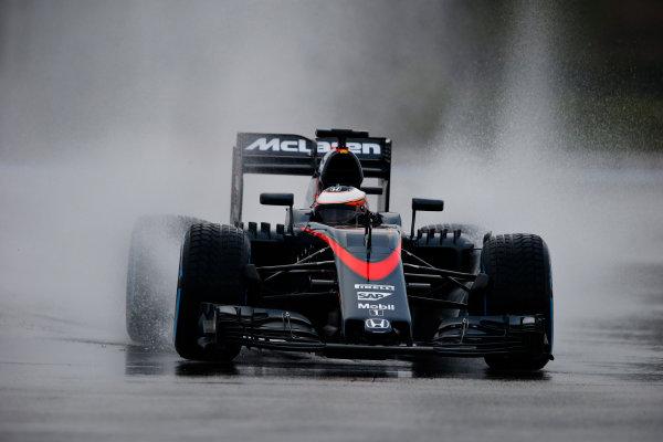 Paul Ricard, France. Tuesday 26 January 2016. Stoffel Vandoorne, McLaren MP4-30 Honda. World Copyright: Steven Tee/LAT Photographic ref: Digital Image _L4R6256