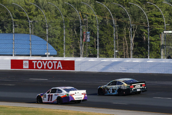 #11: Denny Hamlin, Joe Gibbs Racing, Toyota Camry FedEx Express and #4: Kevin Harvick, Stewart-Haas Racing, Ford Mustang Busch Beer / National Forest Foundation