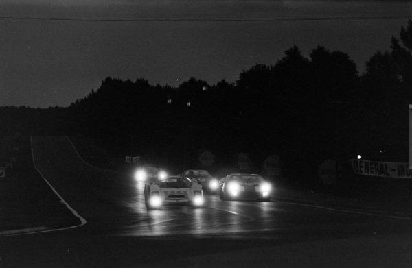 Peter Gregg / Sten Axelsson, Porsche System Engineering, Porsche 906/6 Carrera 6, leads Jochen Neerpasch / Jacky Ickx, Essex Wire Corporation, Ford GT40, Johnny Servoz-Gavin / Jean-Pierre Beltoise, Matra Sports SARL, Matra M620 - BRM P56, and Richie Ginther / Pedro Rodriguez, North American Racing Team, Ferrari 330 P3 Spyder.