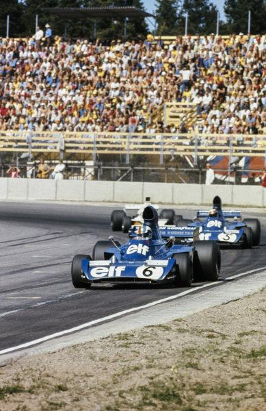 François Cevert, Tyrrell 006 Ford leads Jackie Stewart, Tyrrell 006 Ford.