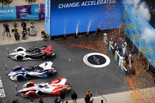 Alex Lynn (GBR), Mahindra Racing, Race Winner Jake Dennis (GBR), BMW I Andretti Motorsport and Andre Lotterer (DEU), Tag Heuer Porsche celebrate on the podium