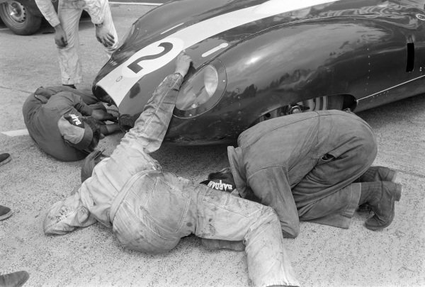 Mechanics work on Walt Hansgen / Peter Blond's Brian Lister Engineering, Lister LM - Jaguar XK.