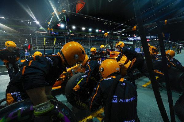 Fernando Alonso, McLaren MCL33, makes a pit stop