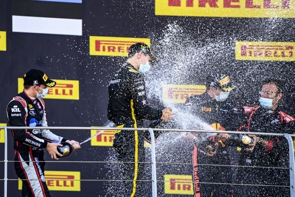 Christian Lundgaard (DNK, ART GRAND PRIX), 1st position, Louis Deletraz (CHE, CHAROUZ RACING SYSTEM), 2nd position, and Juri Vips (EST, DAMS), 3rd position, celebrate with Champagne on the podium