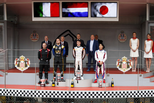Luca Ghiotto (ITA, UNI VIRTUOSI), Race Winner Nyck De Vries (NLD, ART GRAND PRIX) and Nobuharu Matsushita (JPN, CARLIN) n the podium