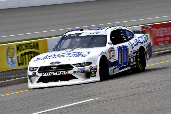 #00: Cole Custer, Stewart-Haas Racing, Ford Mustang Jacob Companies pits for fuel