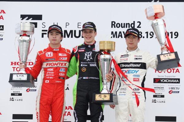 Race Winner Sacha Fenestraz, B-Max Racing with motopark F3, Toshiki Oyu, TODA FIGHTEX and Hiroki Otsu, ThreeBond F318 celebrate on the podium with the trophy