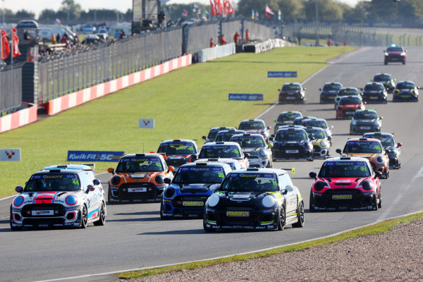 Start - Max Coates - Graves Motorsport MINI