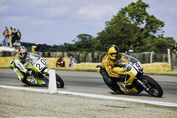 Phil Carpenter, Yamaha, leads Christian Léon, Kawasaki.