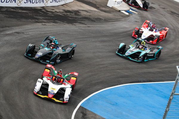 Daniel Abt (DEU), Audi Sport ABT Schaeffler, Audi e-tron FE05 leads Gary Paffett (GBR), HWA Racelab, VFE-05 and Nelson Piquet Jr. (BRA), Panasonic Jaguar Racing, Jaguar I-Type 3 at the start