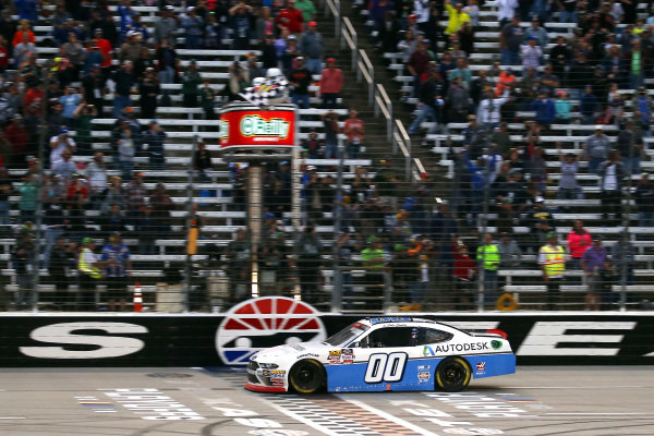 #00: Cole Custer, Stewart-Haas Racing, Ford Mustang Autodesk drives under the checkered flag to win