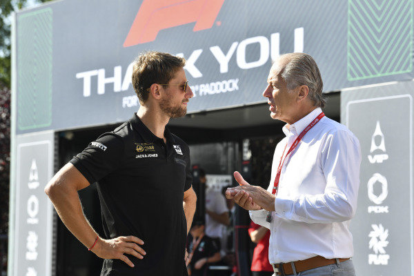 Romain Grosjean, Haas F1, talks to his manager Martin Reiss