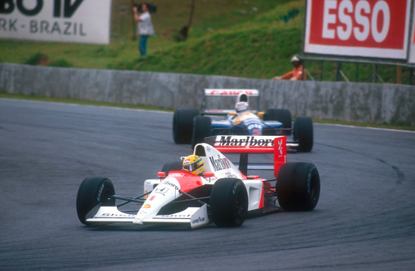 1991 Brazilian Grand Prix.Interlagos, Sao Paulo, Brazil.22-24 March 1991.Ayrton Senna (McLaren MP4/6 Honda) leads Nigel Mansell (Williams FW14 Renault) early on in the race.Ref-91 BRA 15.World Copyright - LAT Photographic