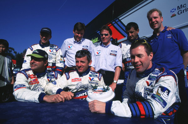 FIA World Rally ChampionshipPortuguese Rally, Porto, Portugal.16-19th March 2000.Ford WRC Team-Group shot. Front row l-r: Carlos Sainz, Nicky Grist and Colin McRae. Back row includes Luis Moya, Martin Whittaker and Malcolm Wilson.World - LAT PhotographicTel: +44 (0) 181 251 3000Fax: +44 (0) 181 251 3001e-mail: latdig@dial.pipex com