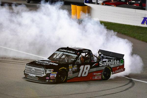 #18: Noah Gragson, Kyle Busch Motorsports, Toyota Tundra Safelite AutoGlass celebrates with a burnout