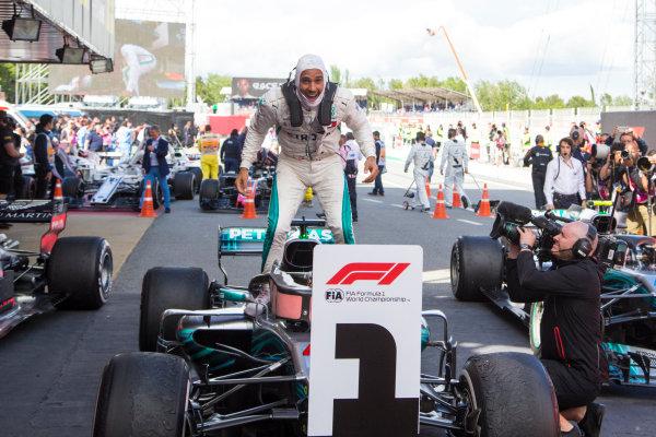Race winner Lewis Hamilton (GBR) Mercedes-AMG F1 W09 EQ Power+ celebrates in parc ferme