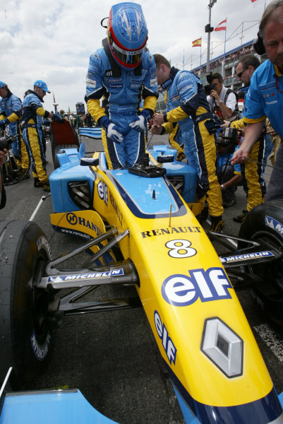 2003 French Grand Prix - Sunday RaceMagny-Cours, France.6th July 2003.Fernando Alonso, Renault R23, on the grid.World Copyright LAT Photographic.Digital Image Only.
