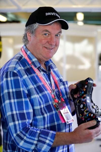 Yas Marina Circuit, Abu Dhabi, United Arab Emirates. Sunday 26 November 2017. Television presenter James May in the Williams F1 garage. World Copyright: Glenn Dunbar/LAT Images  ref: Digital Image _31I8221