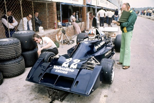 1976 South African Grand Prix.Kyalami, South Africa. 6 March 1976.Chris Amon, Ensign N174-Ford, 14th position, in the pits. Team owner Mo Nunn stands by the car.World Copyright: LAT PhotographicRef: 35mm transparency