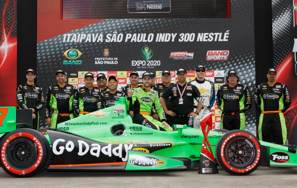 4-5 May, 2013, Sao Paulo, Brazil James Hinchcliffe and crew pose with Chevy hats ©2013, Phillip Abbott LAT Photo USA