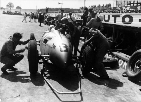 1935 French Grand Prix.Montlhery, France.23 June 1935.Achille Varzi, Auto Union, 5th position, action.World - LAT Photographic