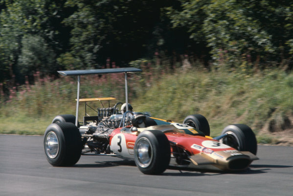 1968 International Gold Cup.  Oulton Park, England. 17th August 1968.  Jackie Oliver, Lotus 49B Ford, leads Jack Brabham, Brabham BT26 Repco.  Ref: 68GC22. World Copyright: LAT Photographic