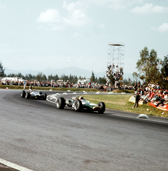 Mexico City, Mexico.21-23 October 1966.Jack Brabham (Brabham BT20 Repco) leads Jochen Rindt (Cooper T81 Maserati). Brabham finished in 2nd position.Ref-3/2388.World Copyright - LAT Photographic