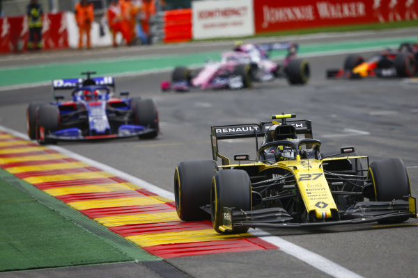 Nico Hulkenberg, Renault R.S. 19, leads Daniil Kvyat, Toro Rosso STR14
