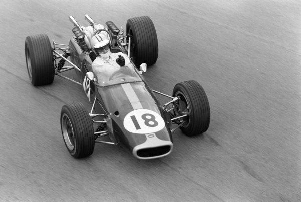 Denny Hulme, Brabham BT24 Repco, gets sideways.