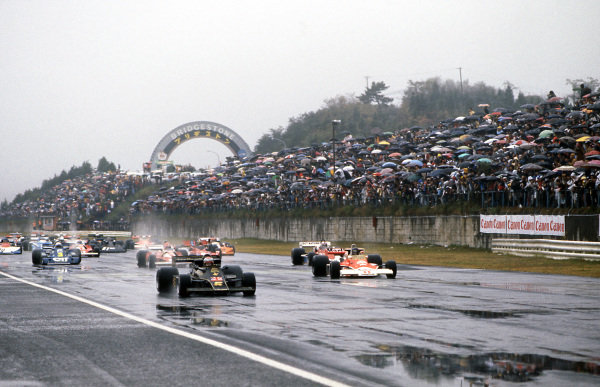 (L to R): Pole sitter and race winner Mario Andretti (USA) Lotus 77 leads third placed finisher and World Champion James Hunt (GBR) McLaren away at the start of the race help in very wet and dangerous conditions. Formula One World Championship, Rd 16, Japanese Grand Prix, Fuji, Japan, 24 October 1976. BEST IMAGE