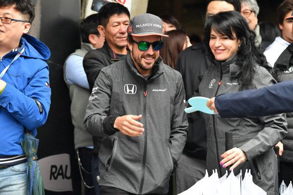 Fernando Alonso (ESP) McLaren plays table tennis at Formula One World Championship, Rd2, Chinese Grand Prix, Race, Shanghai, China, Sunday 9 April 2017.
