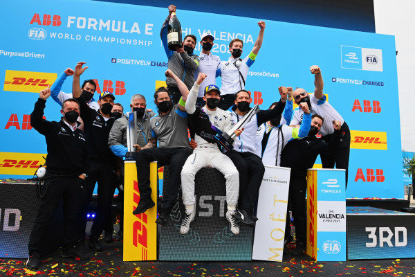 Jake Dennis (GBR), BMW I Andretti Motorsport, 1st position, and the BMW I Andretti team celebrate on the podium